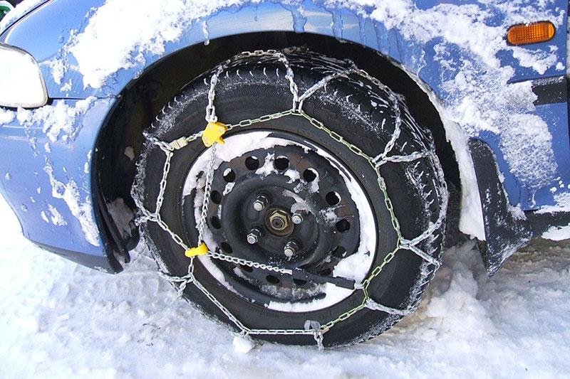 cesena-montaggio-catene-neve